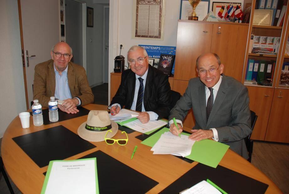 Maurice Martin, Lionel Raynaud et Marc Duran, visiblement satisfaits lors de la signature de cette collaboration.