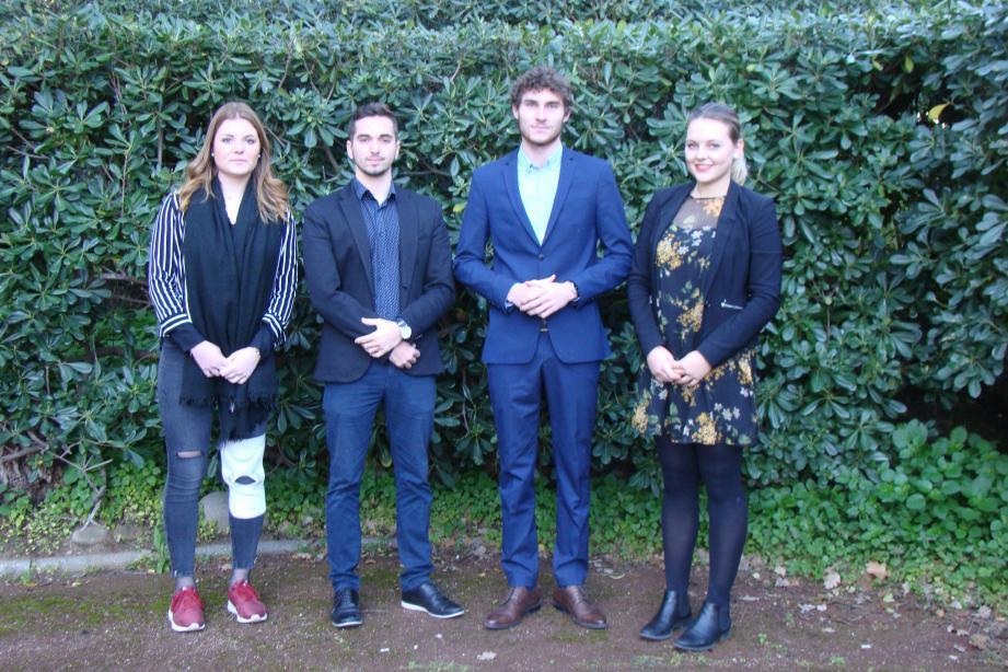 Julie Lachaud, Jérémy Le Durant, Maxime Fallet et Juliette Oslette répondent aux demandes des entreprises avec sérieux.