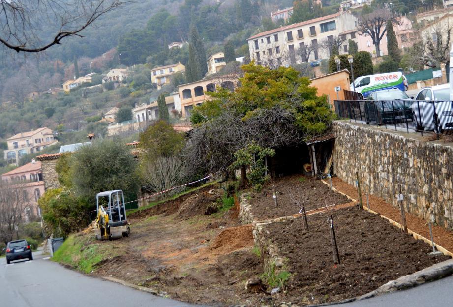 La création du jardin potager pour les écoliers est en cours avec la participation du paysagiste Jean Mus.