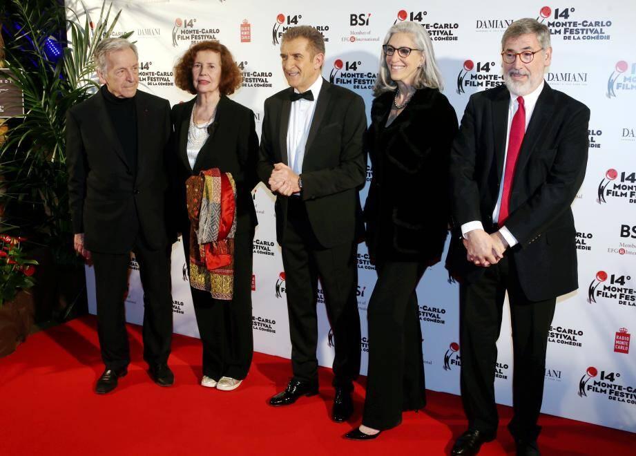 Autour d'Ezio Greggio, les réalisateurs Costa Gavras et John Landis avec leurs épouses, recompensés dimanche.