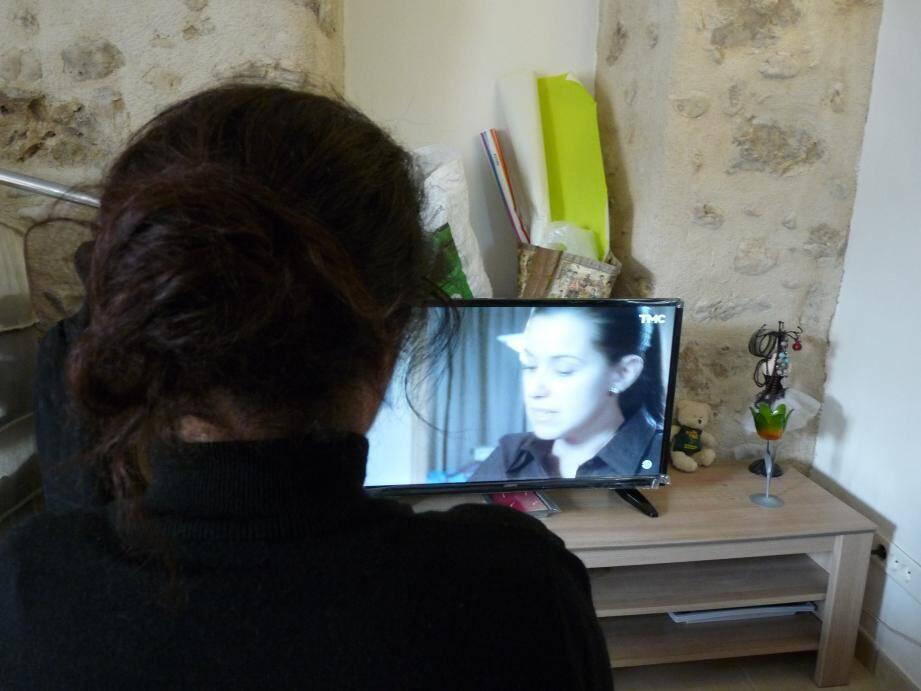 Hier, alors qu'elle témoignait de sa condition de femme victime de violences conjugales, T., grasso-tunisienne de 38 ans, regardait également un film sur le sujet à la télé. « Le thème m'intéresse, moi aussi je suis une femme battue. »