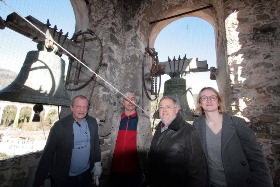 Le maire, Pierre Donadey, les adjoints Jean-Claude Vallauri et Bernard Debost ont accompagné Pauline Voisin, architecte du patrimoine au sommet du clocher.