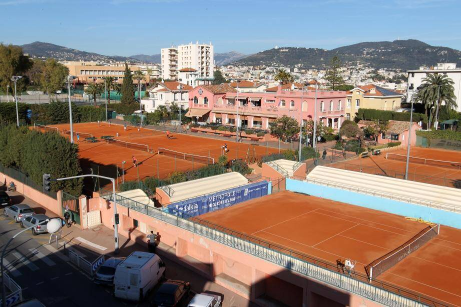 Les courts du LTC, où tant de joueurs célèbres ont commencé leur carrière, en pleine toumente de « guerre des chefs ».