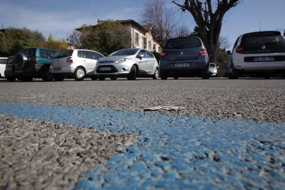 Les parkings en zone bleue font débat à La Colle-sur-Loup.