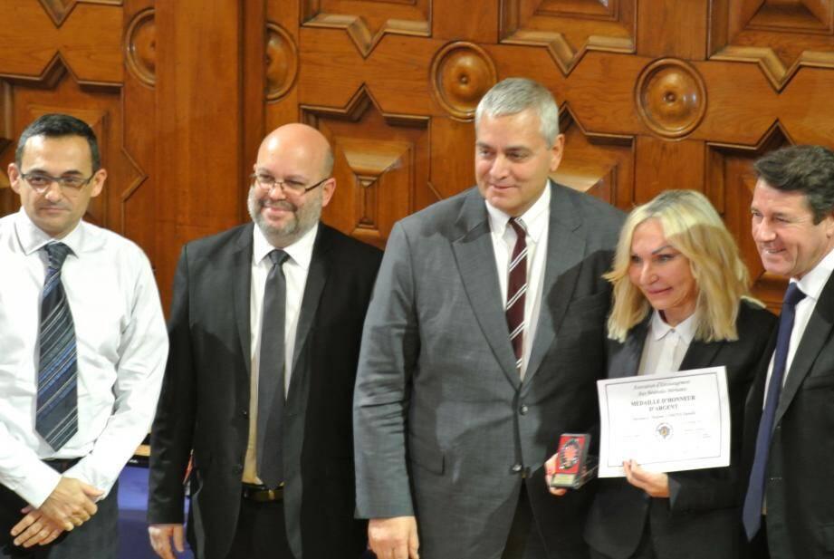 Danièle Lisbona, à la fois fière et émue lors de la remise de sa médaille.