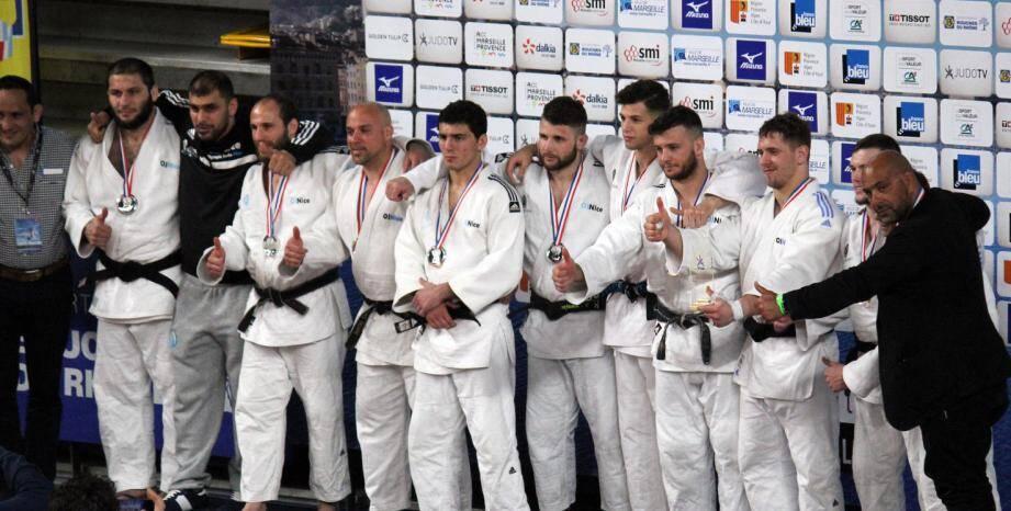 Composé par de nombreux prétendants à une sélection olympique pour Tokyo 2020, le groupe haut niveau de l'Olympic Judo Nice a décroché une médaille d'argent qui affirme un peu plus son importance dans le paysage du judo français. (DR)