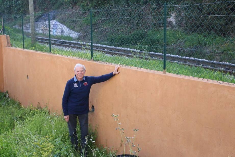 Entre la reconstruction de sa paroi et les frais de justice, Guil Guy estime avoir perdu 20 000 euros.