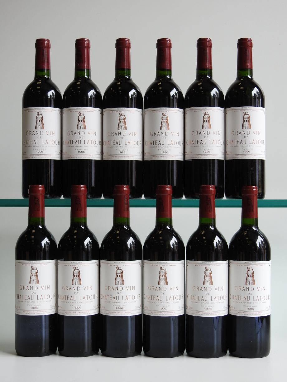 Parmi de nombreuse caisses de grands Bordeaux, seront notamment dispersées ce samedi à l'hôtel Martinez 24 bouteilles de Château Latour 1996 estimées autour de 10 800 euros.(DR)