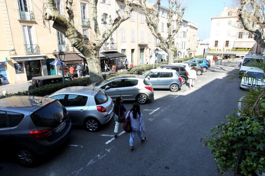 La place Audiberti ne sera plus un parking. L'espace libéré permettra l'aménagement de nouvelles terrasses commerciales et une mise en valeur du site.