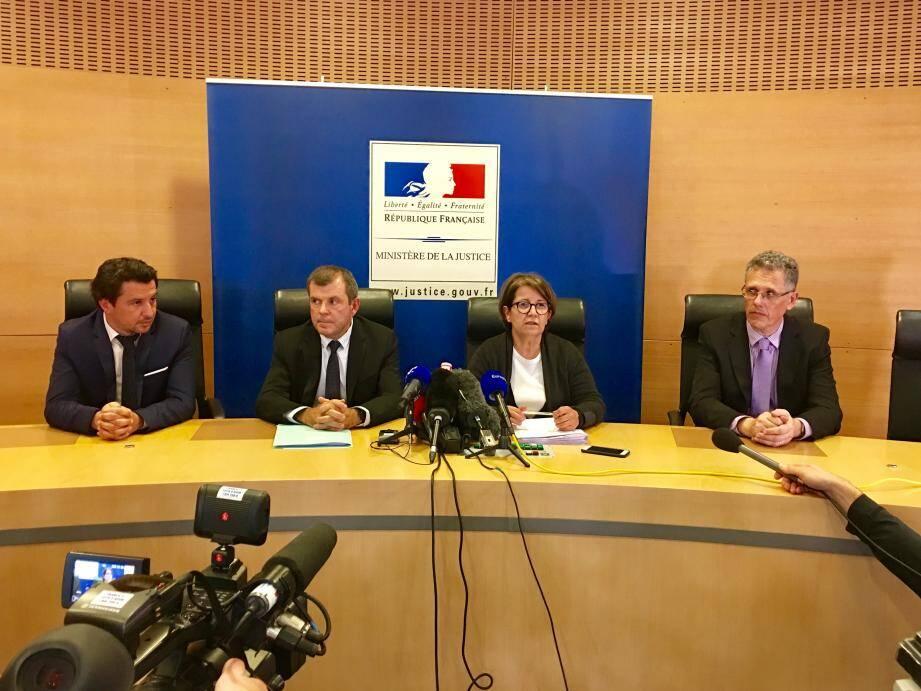 De gauche à droite : Julien Pronier, vice-procureur ; Philippe Frizon, chef de la police judiciaire ; Fabienne Atzori, procureur ; et Thierry Bonifay, procureur adjoint.