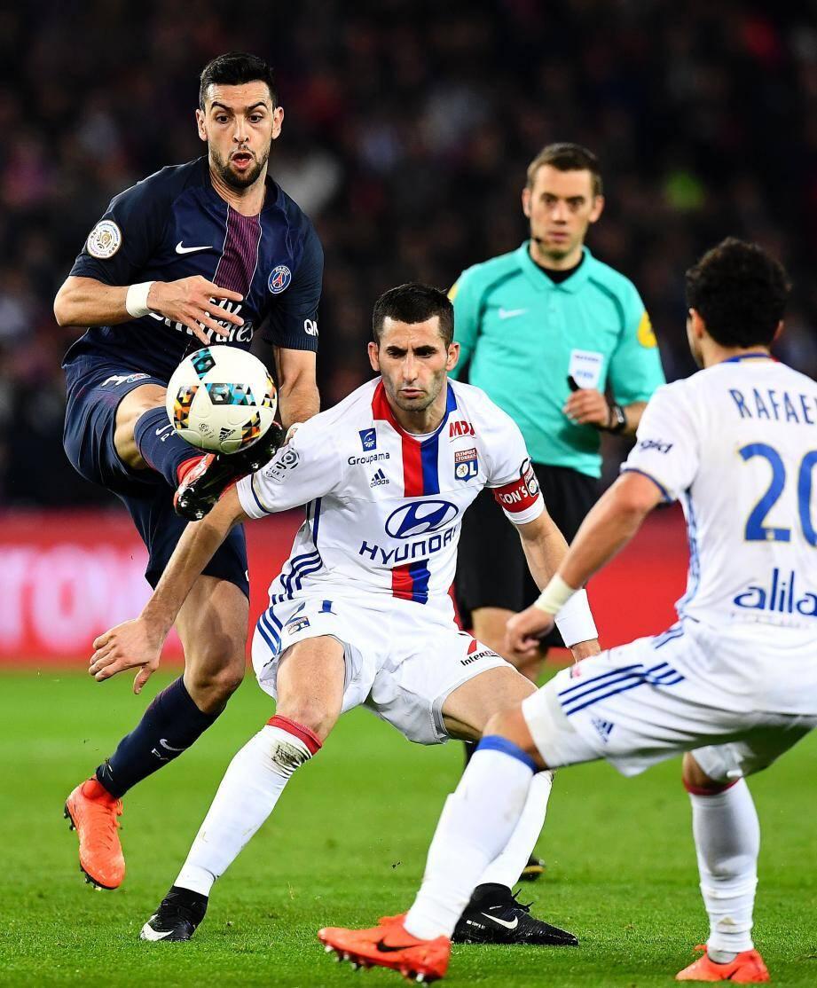 Auteur de deux passes décisives, Javier Pastore a montré la voie au PSG qui s'accroche derrière Monaco.