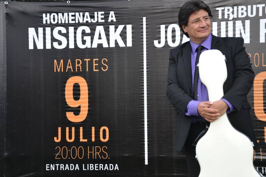 Ci-dessus à gauche : Diego Miguel-Urzanqui qui co-dirigera l'ensemble symphonique Kataulus lors des concerts. Ci-dessus à droit : Kevin Moindaze, directeur artistique du festival.  Ci-contre : L'organisateur des Rencontres de guitares classiques, Luis Saldivia Vega, musicien de grand talent et professeur à l'école populaire de musique MJC-Agora Nice-Est.(DR)