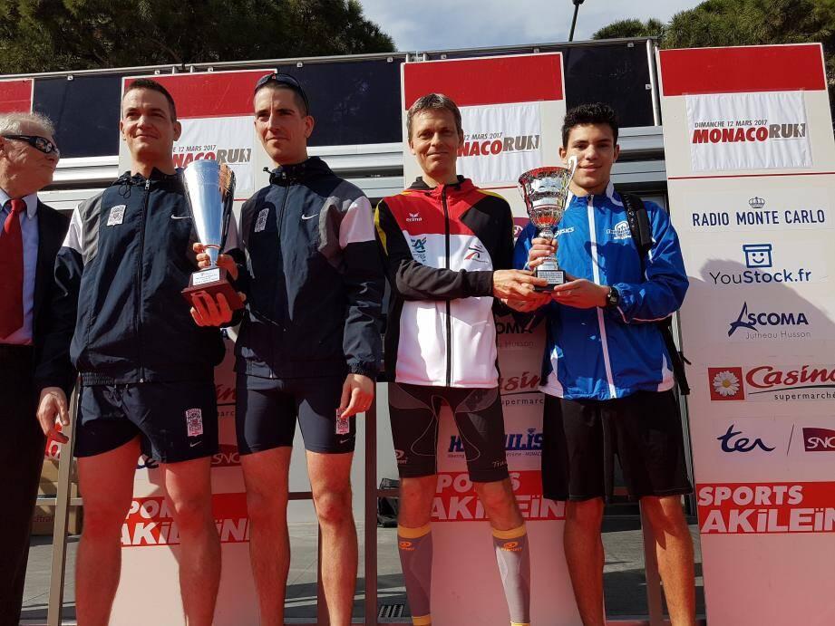 Olivier Perret et Lionel Tirmant à droite des vainqueurs.