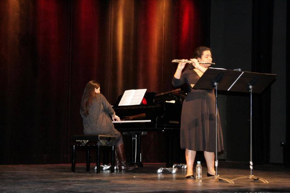la jeune Cubaine/Italienne Gabriella Carrara a interprété à la flûte « Sonatine » d'Henri Dutilleux. (J.M.)