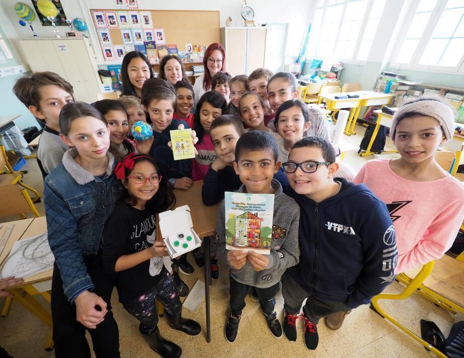 Les élèves, du CE1 au CM2, ont participé à des ateliers de sensibilisation aux éco-gestes. Une action transversale où les enfants servent d'intermédiaires entre l'école et les parents, à qui ils enseignent à leurs tours, les bons réflexes.
