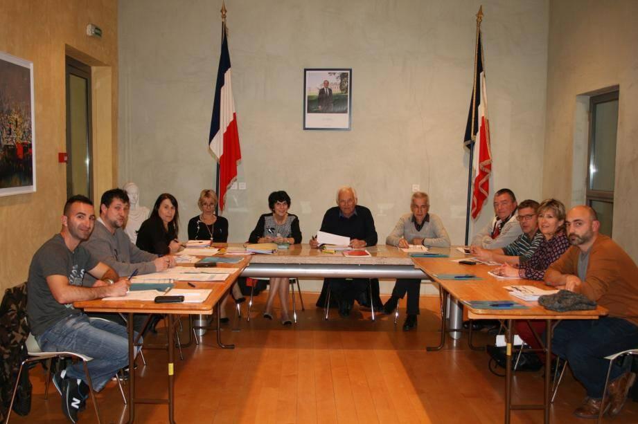 Le conseil municipal autour du maire, Maurice Lavagna, pour le vote du budget.