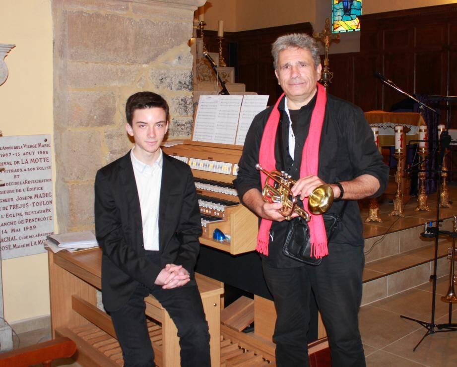Jean-Marc (à droite) et Pierre ont joué pour soutenir d'autres chrétiens. HB