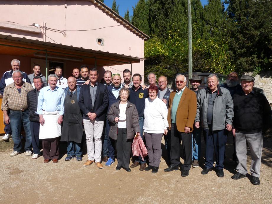Ci-dessus les adhérents du cercle à l'issue de l'assemblée générale samedi. Ci-contre, un trio de trentenaires à la tête du Cercle : aux côtés du président Franck Moretti, Julien Ellena (à gauche) et Nicolas Boyer.