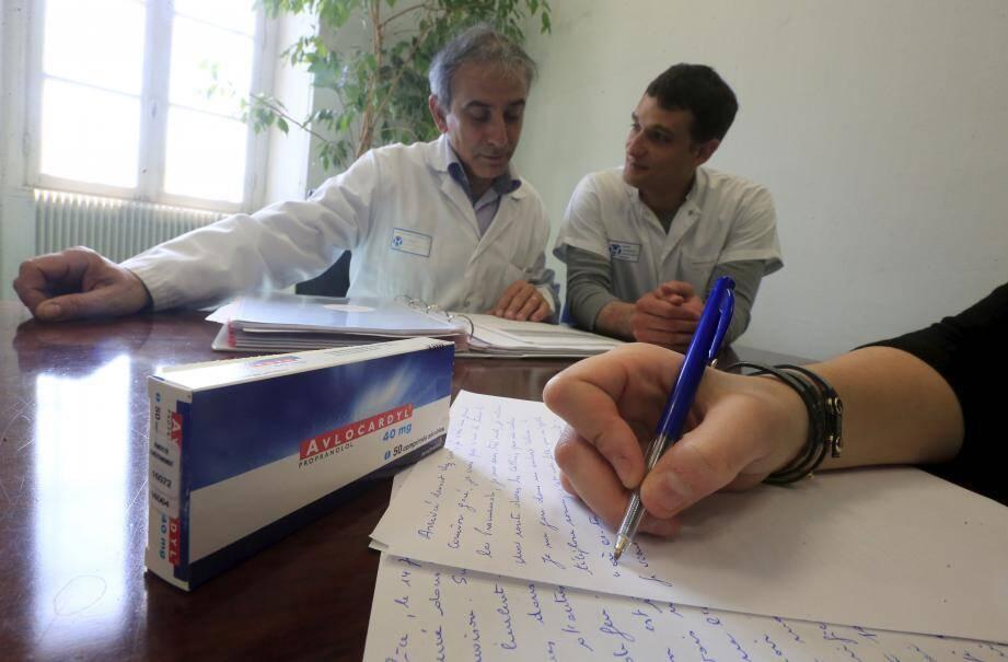 Le Pr Michel Benoît et le Dr Laurent Gugenheim évaluent les premiers résultats observés chez les cinq patients azuréens qui participent au protocole « Paris MEM ».
