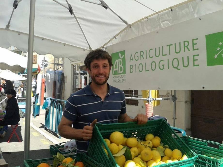 Julien Ancel, agriculteur bio à Saint-Cezaire est présent sur les marchés mais fournisseur de l'AMAP depuis trois ans.