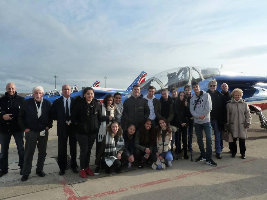 Le collège André-Maurois de Menton en visite à la base aérienne de Salon-de-Provence.