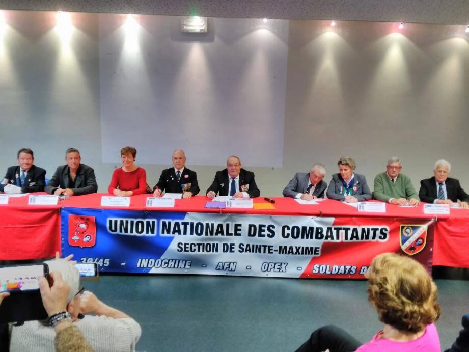 Les membres du bureau de l'UNC autour de Paul Delestrade lors de l'A.G.(Mys)