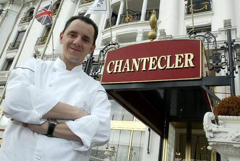Michel Del Burgo devant le Chantecler.