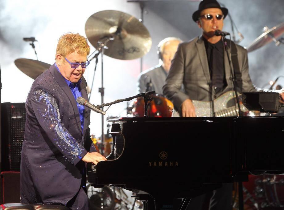 Elton John sur la scène du Sporting de Monte-Carlo pour le Summer Festival en 2016.
