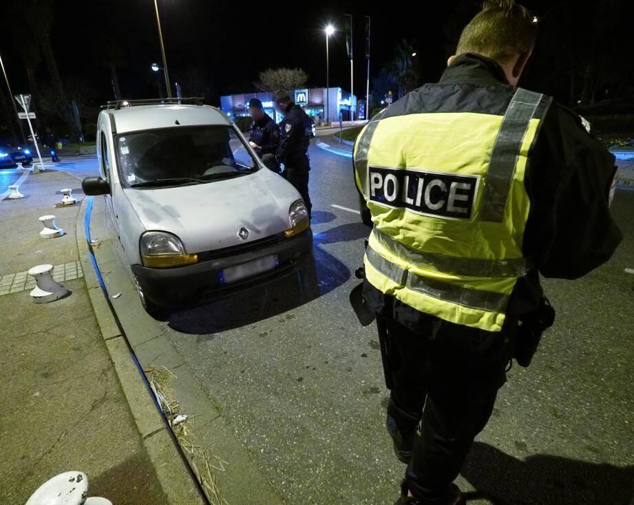 Un contrôle d'alcoolémie sur la route.