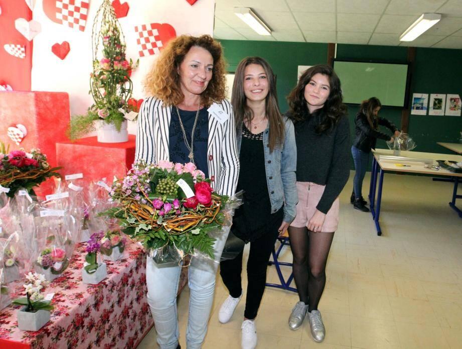 L'accueil était assuré par des élèves de CVA (commerce vente accueil).