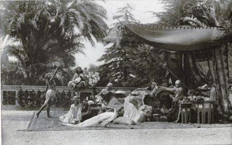 une scène du tournage du film La Sultane de l'amour au Parc Liserb, dans le quartier Cimiez, à Nice.