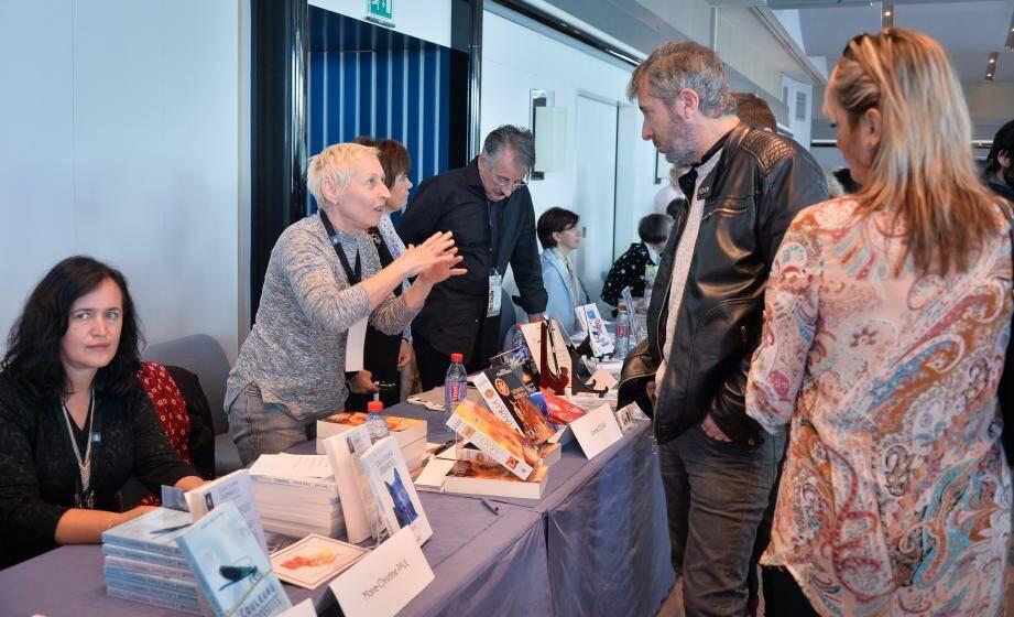 85 auteurs étaient présents au Salon du livre de Monaco, hier. Invités d'honneur de cette sixième édition : Jean-Louis Debré, Gonzague Saint-Bris et Andréa Ferréol.