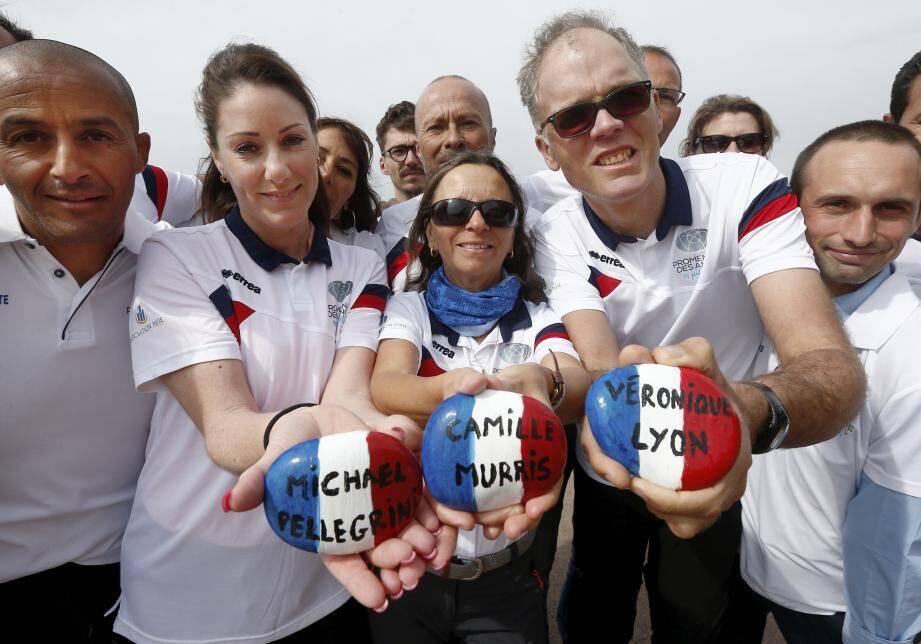 Les marcheurs emporteront des galets bleu-blanc-rouge aux noms des victimes peints par des écoliers.