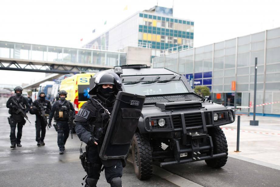 Le RAID à l'aéroport d'Orly ce samedi.