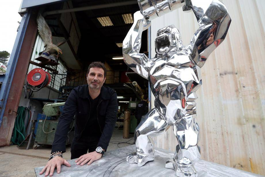 Le sculpteur Richard Orlinski fait partie du top 10 des artistes français les plus vendus dans le monde.