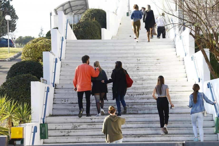 Près de 400 élèves étaient arrivé au lycée avant 9 heures.