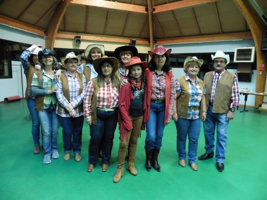 Une partie des danseurs du groupe « Briga country ».(R.S.)