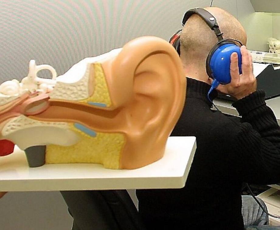 La presbyacousie apparaît avec le vieillissement. Il est conseillé de consulter dès l'apparition de troubles de l'audition.