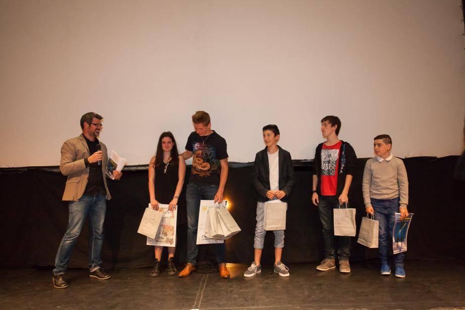 Lors de la remise des prix avec Florian Balmes, professeur d'anglais au lycée et coordonnateur des RCL, Lily Lucas, Franck Nicolas, Clément Mazzocchi, Julien Votte, Mohamed Chakkir.