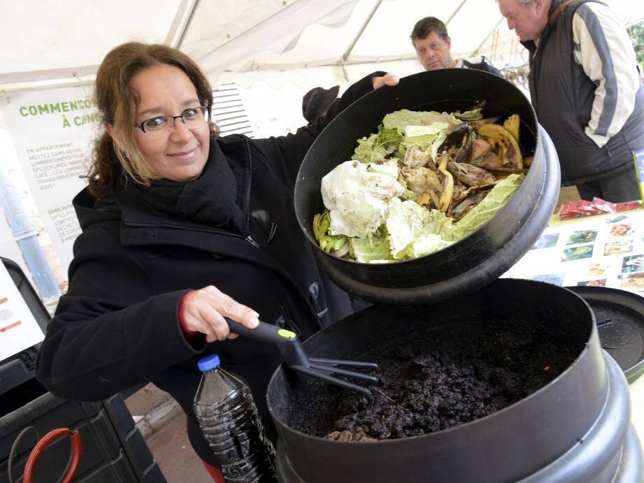 Avec le composteur à usage des foyers, les déchets de cuisine ne finissent plus à la poubelle, mais se transforment en engrais salutaires.
