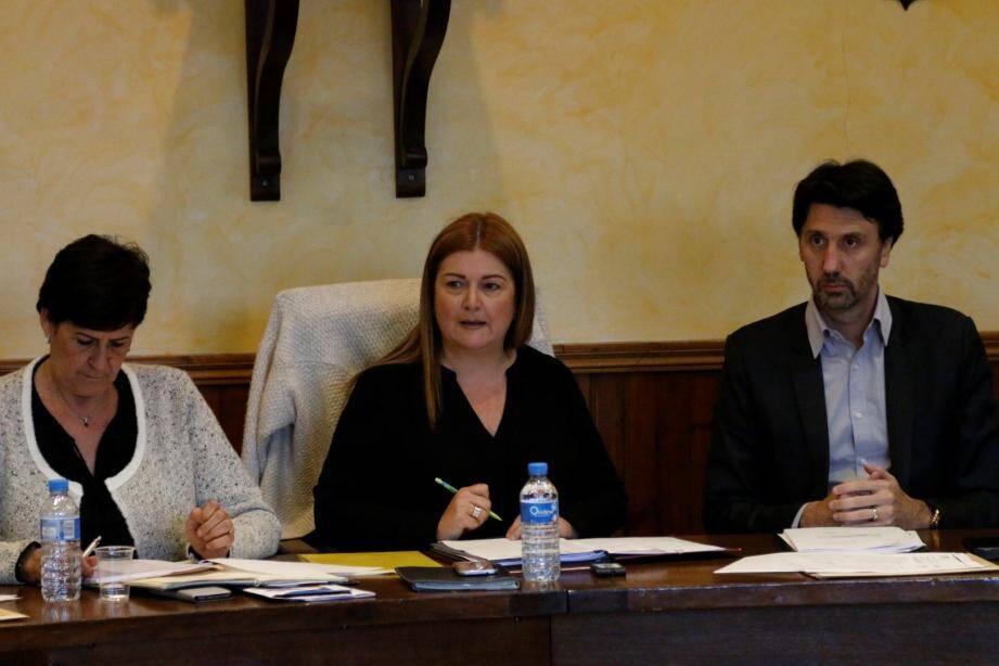 En conseil municipal et alors que se déroulait le débat d'orientation budgétaire, Pascale Guit, le maire de Gattières, a annoncé qu'elle ne prévoyait aucune hausse des taxes locales.