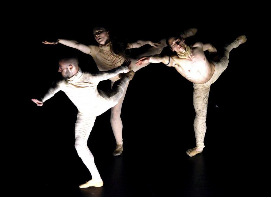 Des moments apaisés ont mis en valeur la plasticité des corps et une étude précise des mouvements.