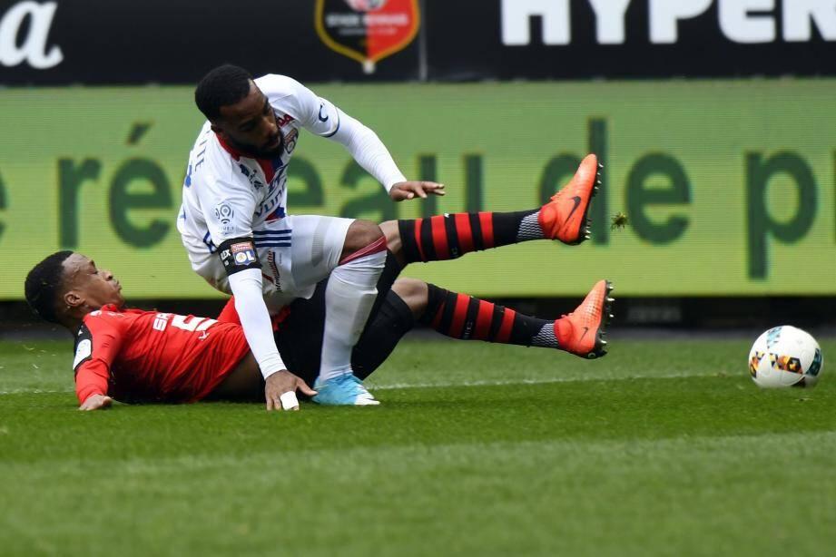 En loupant un penalty dès la 5e minute, Alexandre Lacazette a donné le ton. Encore deux points perdus à l'extérieur pour les Lyonnais...