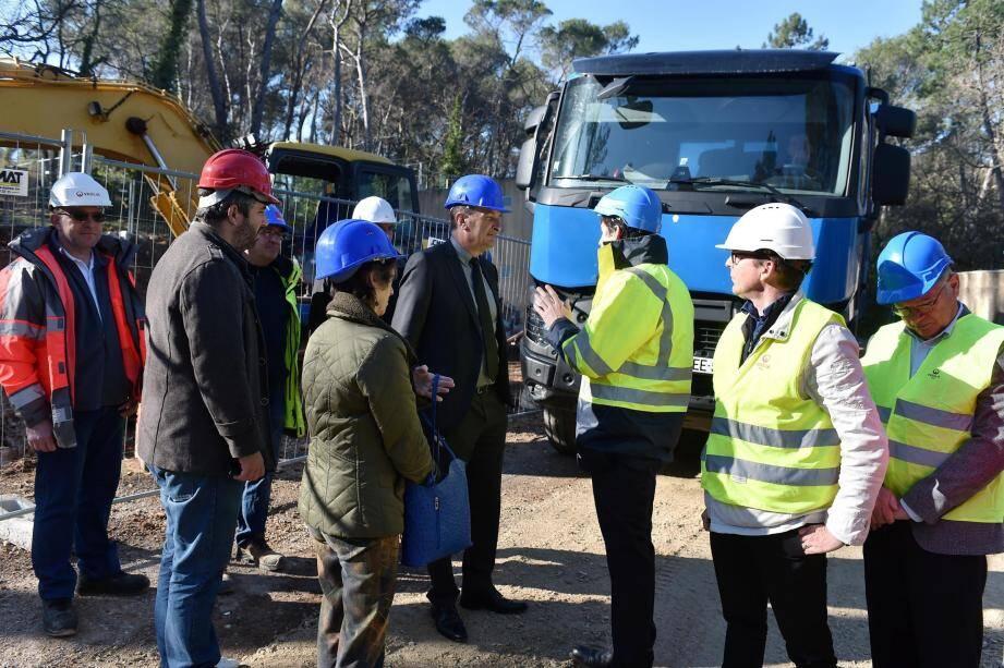 Fin de la phase de terrassement et visite de chantier entre les équipes de Veolia et les élus chargés du  dossier.