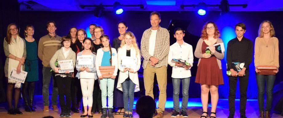 Les professeurs, le jury et les lauréats des deux concours.
