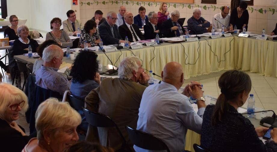 Séance calme du conseil communautaire, hier après-midi au Plan-du-Castellet.