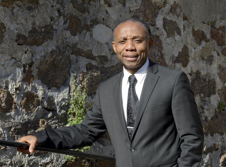 Eitel Basile Ngangue Ebelle préside l'association d'éducation populaire cannoise organisatrice du rendez-vous cinématographique.