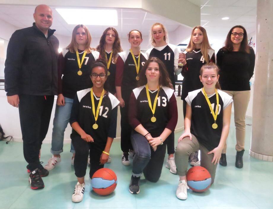 Après avoir été sacrée championne académique UNSS, l'équipe minime filles de Font-de-Fillol a rendez-vous aujourd'hui à Aix pour une finale inter-académique contre l'équipe d'Aix-Marseille.