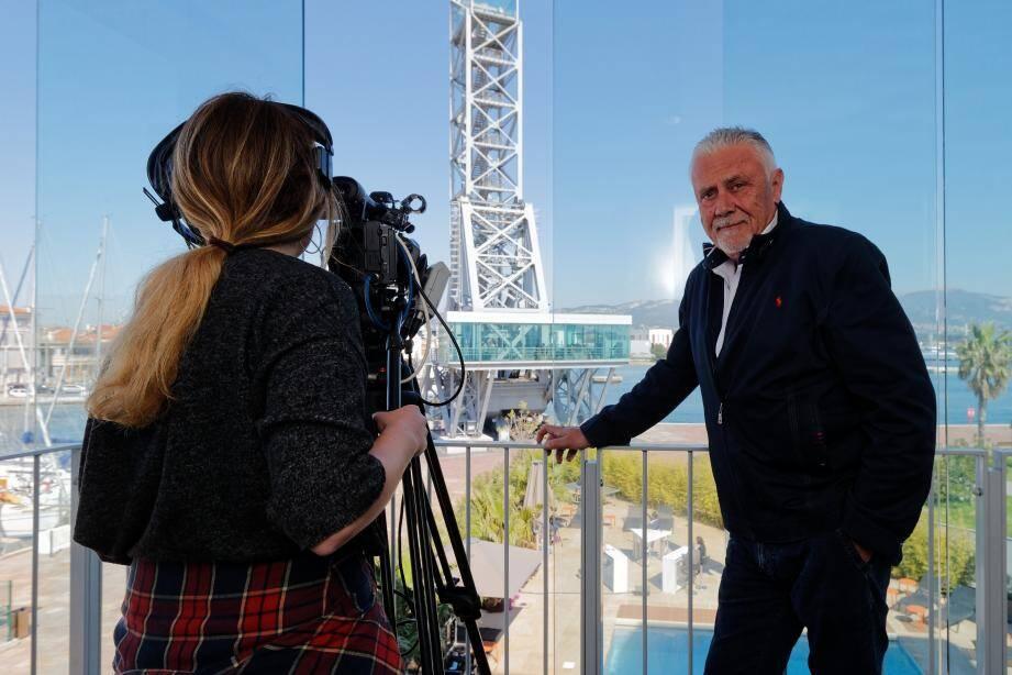Le président de la chaîne, Hervé Raynaud, est confiant quant à l'accueil que lui feront les téléspectateurs varois. Il rappelle en ce sens que « Toulon était la seule ville de France de cette taille à ne pas avoir de chaîne TNT ».