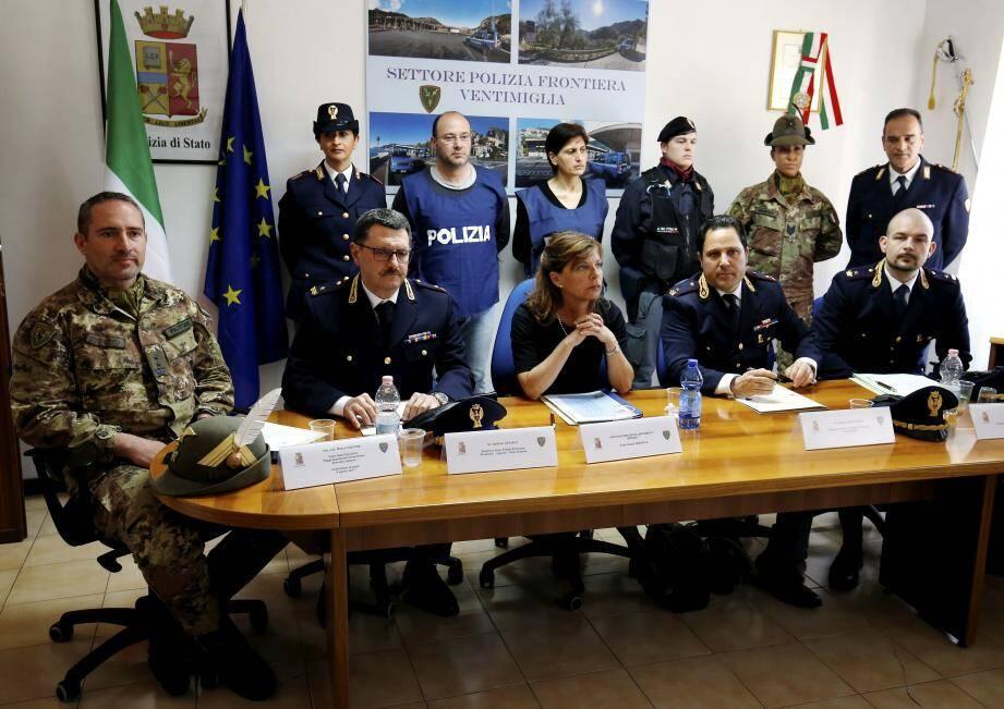 La table constituée hier dans le cadre d'une conférence de presse illustre à elle seule les coopérations effectuées au quotidien entre chacune des autorités italiennes.